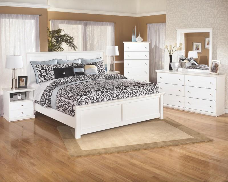 Signature Design Bostwich Shoals White Dresser & Mirror