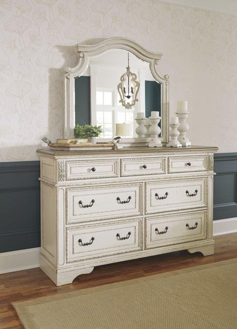 Signature Design   Realyn dresser mirror